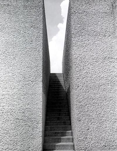 PARIS LEPCSOK A MENNYBE 1982